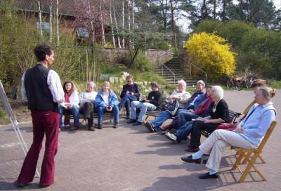 Andree Schinke leitete den Erlebnispädagogischen Workshop, hier seine Einführung.